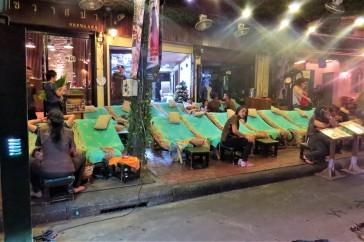 Serviço de massagem nas ruas Khao San e Rambuttri
