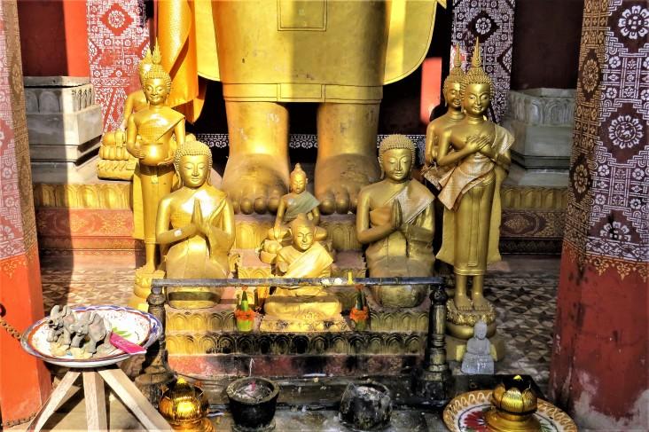 Detalhe do altar no Wat Sensoukharam