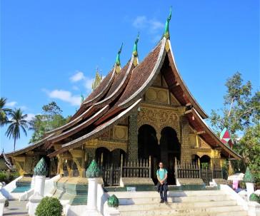 Tiago na fachada do templo principal