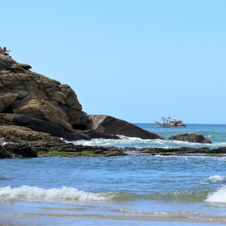 Praia do meio em Trindade