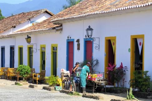 Fachadas coloridas no centro histórico
