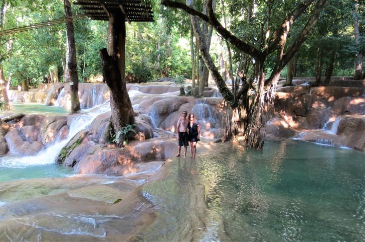 Eu e o Ti na cachoeira Tad Sae