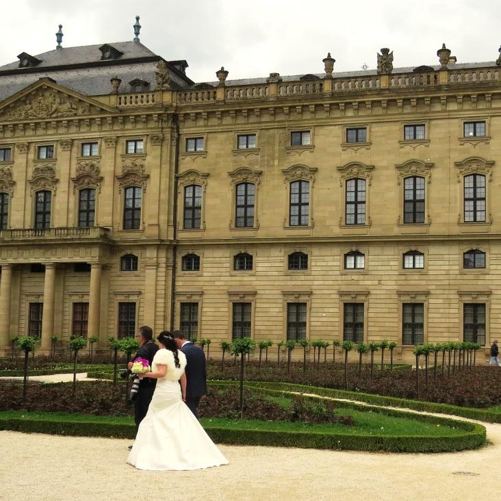 Noiva fotografando no Palácio Residenz em Wurzburg