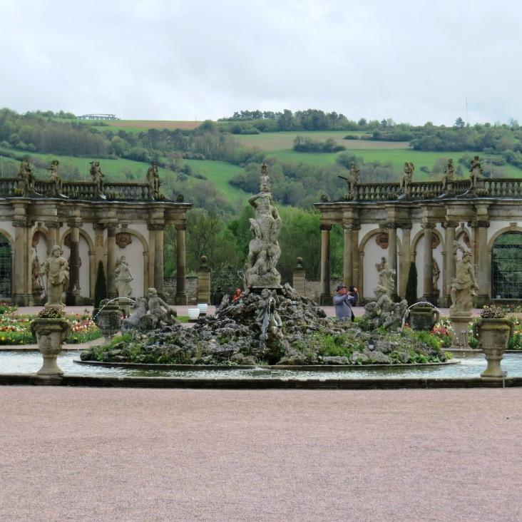 Fontes e arcos nos jardins do castelo de Weikersheim