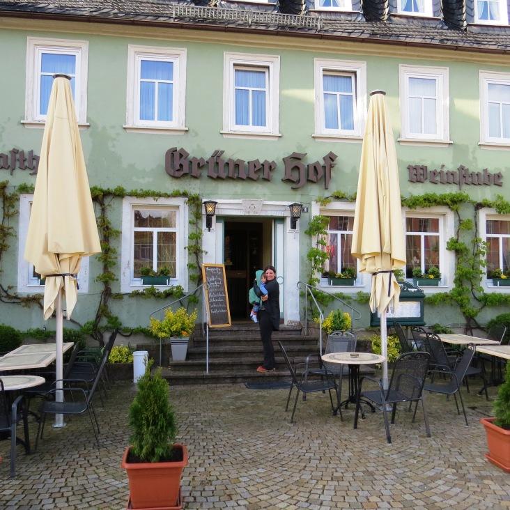 Restaurante Grüner Hof, onde o Tales provou pela primeira vez o spatzle, seu prato alemão preferido!