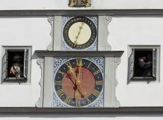 Relógio astronômico na hora cheia
