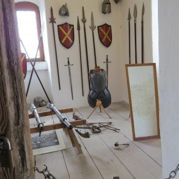 Armas e outros objetos originais do castelo de Harburg