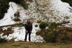 Neve nas encostas das montanhas em plena primavera
