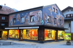 Fachada incrível da loja Der Heinzeller em Oberammergau