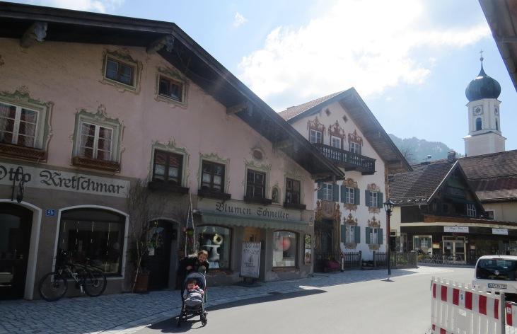 Tiago e Tales pelas ruas de Oberammergau