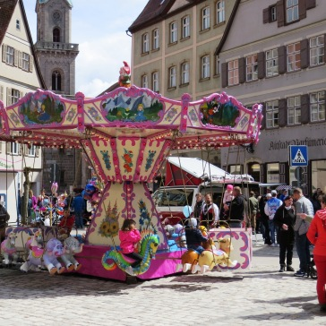 Carrossel em festival local de Dinkelsbühl