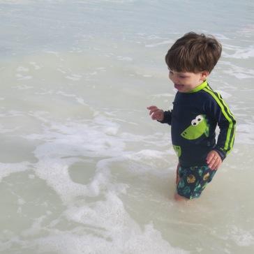 Diversão: brincando no mar